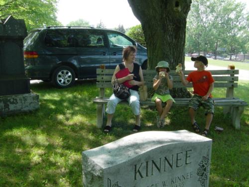 Cemetery-Hunt 640x480