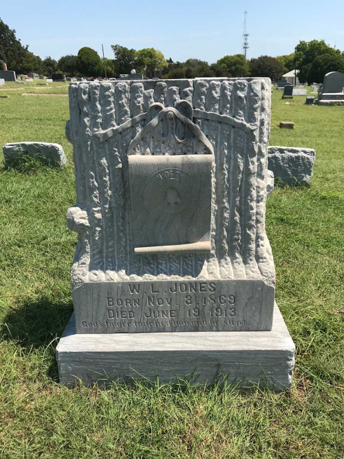 W. L. Jones tombstone, IOFF Cemetery, Denton Texas. Photograph by Gena Philibert-Ortega