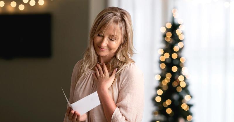 7 Ideas to Turn Your Christmas Card into a Genealogy Keepsake
